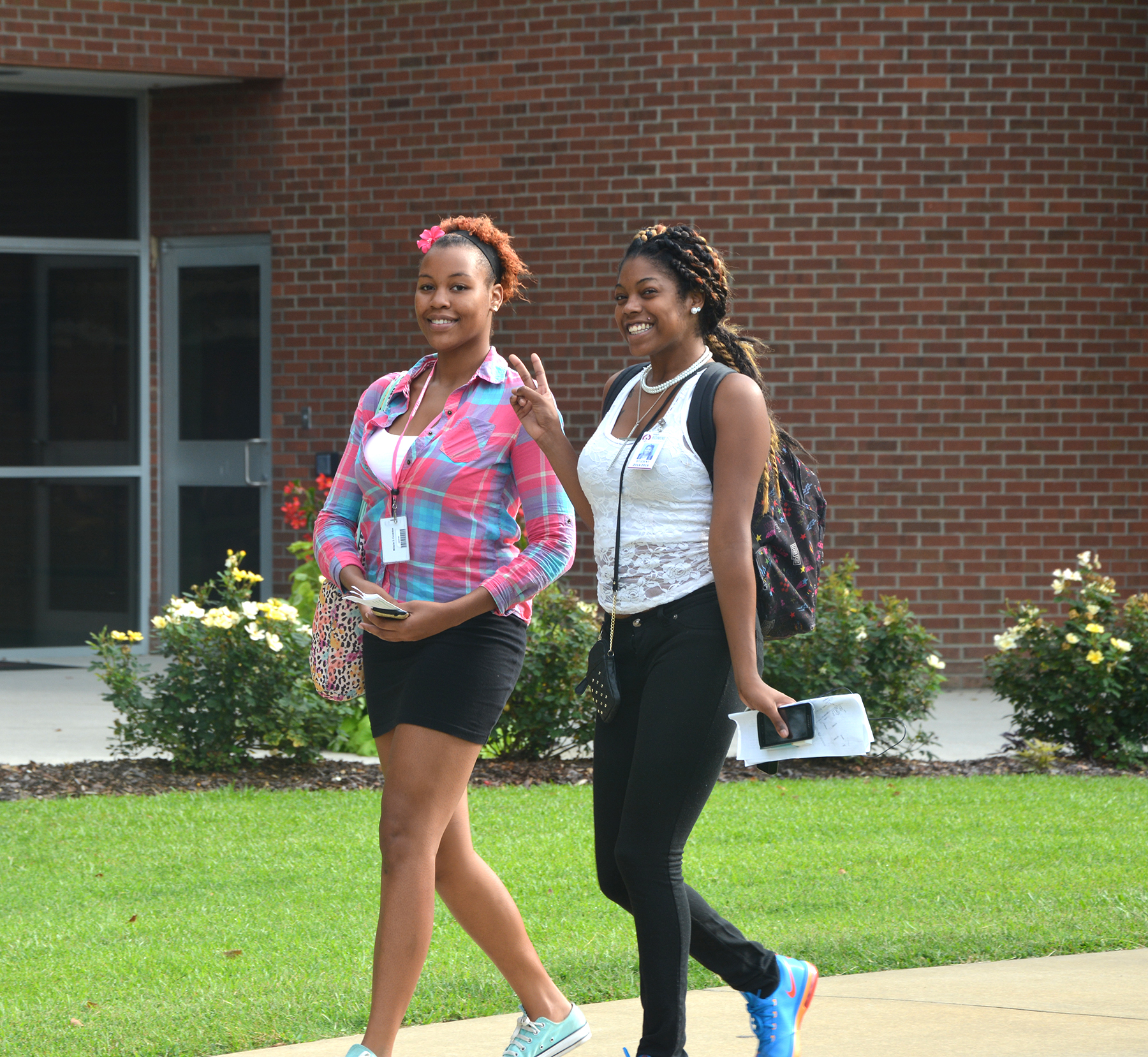 RCC students walking across campus during first day of fall semester.
