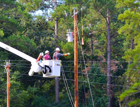 linemen in bucket working on powerline